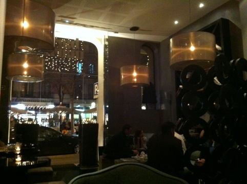 The meeting point el after office m s chic mr mrs for Bar marfil barcelona